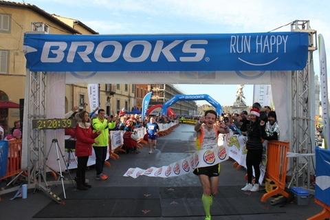 Massimo Leonardi ha vinto la maratona di Pisa 2013