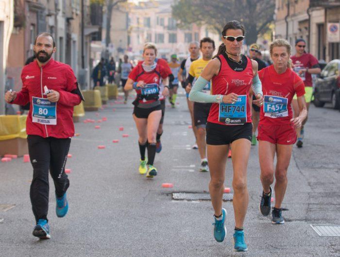 Tre podiste verso la maratona