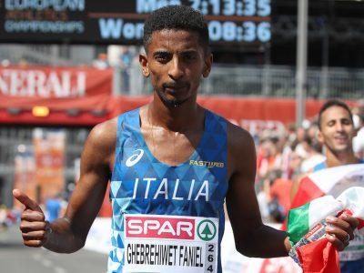 Eyob Faniel alla Zurich Maraton de Sevilla.